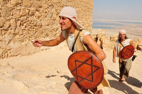 פעילות בעקבות היסטוריה של העם היהודי