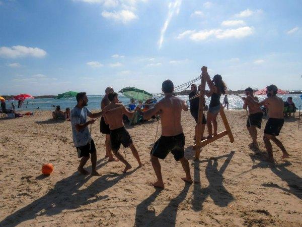 משחקי גיבוש על החוף